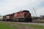 CP 8752 and a ratty Dual Flags SD40-2 power eastbound manifest 484