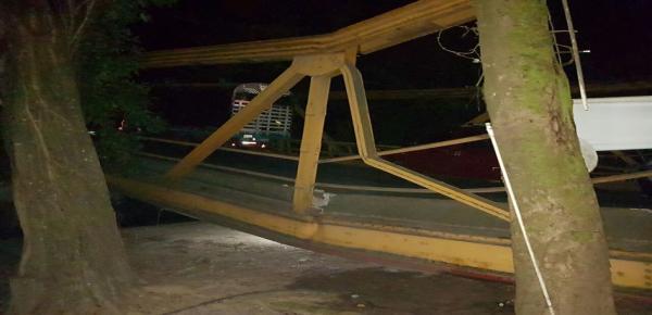 En la noche de este lunes se conoció la caída del puente sobre el río Charte, ubicado en el km 91 de la vía Monterrey - Yopal, jurisdicción del municipio de Yopal. Foto: Colprensa - Suministrada.