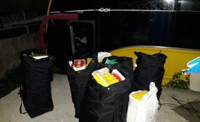 En tres operativos en el barrio El Bosque de Cartagena, Policía decomisó 646 kilos de droga del Clan del Golfo. La cargas de droga estaban ocultas en tres vehículos. Foto: Colprensa