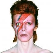 Construirán estatua en honor a Bowie