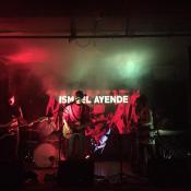 Ismael Ayende presentando 'Tres Volcanes' en Armando Records (Foto tomada del Facebook de la banda)