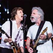 "Paul McCartney interpreta ""Helter Skelter"" junto a Bob Weir"