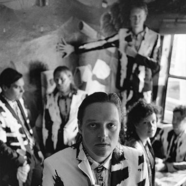 "Arcade Fire presenta ""I Give Your Power"""