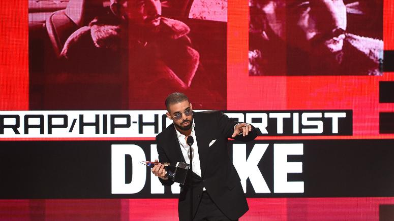 """Drake accepts the """"Favorite Artist - Rap/Hip-Hop"""" award on the 2016 American Music Awards."""