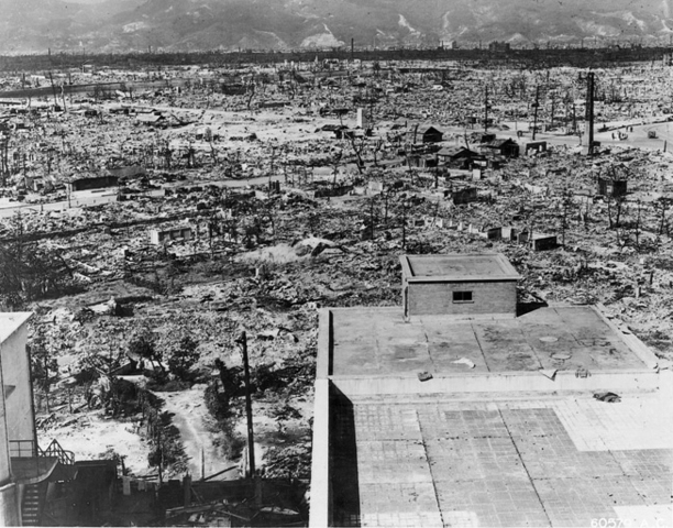 Atomic bombs dropped on Hiroshima and Nagasaki