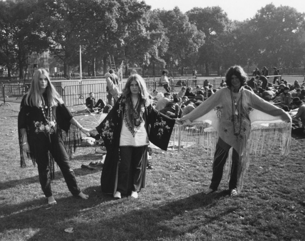 the politics and culture of the 1960s through the hippie movement Protest music of the hippie era supported the growing protest movement that occurred in the 1960s for the hippie culture because this entire peace and.