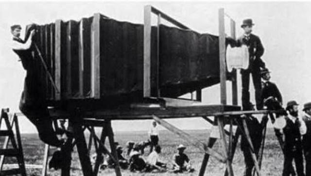 Alexander Wolcott invented the first camera.