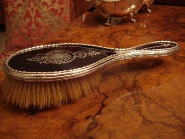 The First Elastic Wire Hairbrush (Improved Hairbrush)