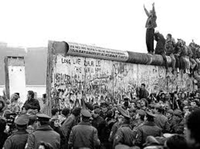 fall of the berlin wall timeline
