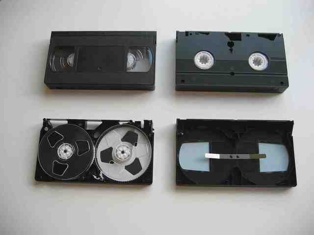 history of VHS tapes