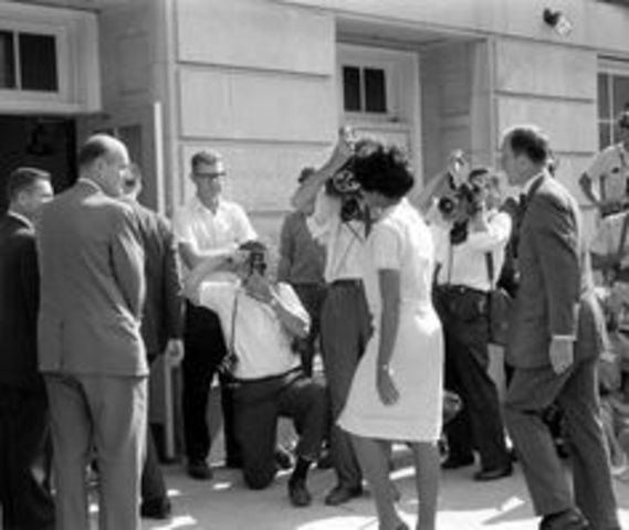 George Wallace Blocks University of Alabama Entrance