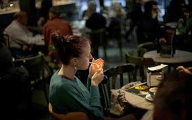 Forbidden to smoke in restaurants and public places