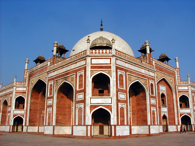 Humayun Dies, Architechural Masterpiece is Erected in his Honor