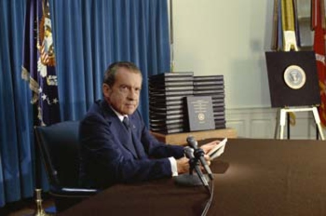 watergate scandal timeline Watergate scandal: watergate scandal, political cover-up in the administration of us pres richard m nixon after a break-in at the democratic national committee.
