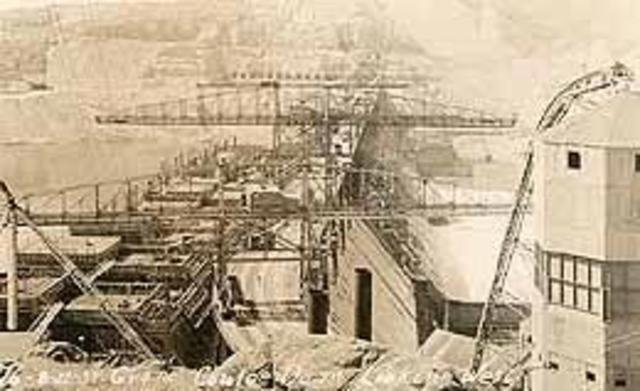 Bids are opened for first phase of construction of the Grand Coulee Dam on June 18, 1934.