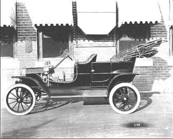 Ford Model T makes automobile usage popular