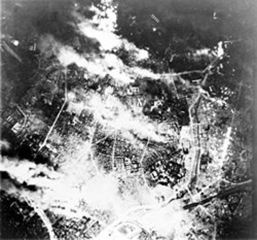 The USA drops 22,885 tons of bombs on the Tokyo-Kawasaki-Yokohama area