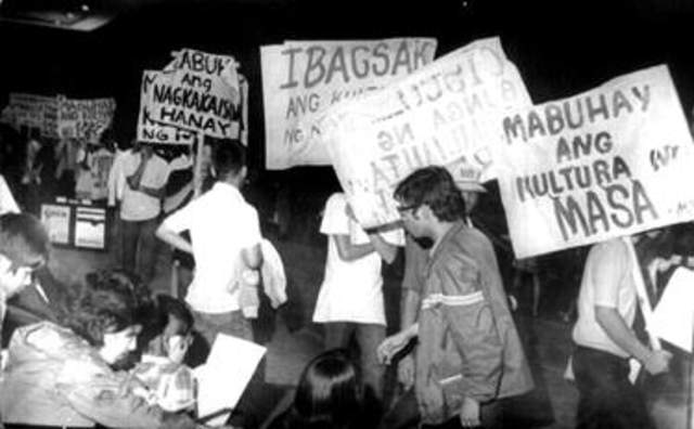 history of martial law The history of the philippines, from 1965–1986, covers the presidency of ferdinand marcos, also known as ferdinand marcos administrationthe marcos era includes the final years of the third republic (1965–72), the philippines under martial law (1972–81), and the majority of the fourth republic (1981–86).