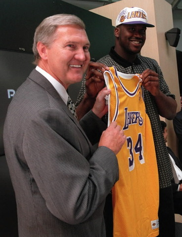 Shaquille O'Neal goes to the LA Lakers