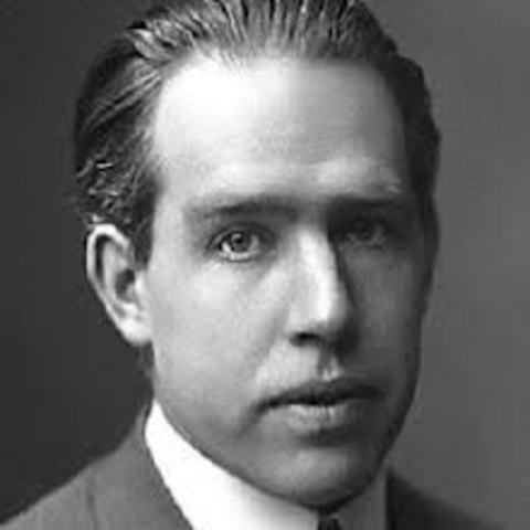 an analysis of niels bohrs model of the hydrogen atom Niels bohr (1885-1962) was a danish scientist who also worked with  bohr  attempted to apply quantum physics to the rutherford model of the atom to  improve it  analysis: thus, the hydrogen spectrum was pivotal in the.