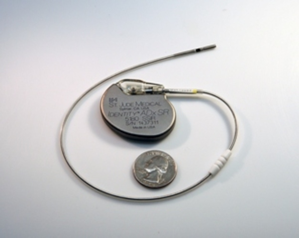 artificial pacemaker Why do i need a pacemaker people have a pacemaker put in place for low heart rate, sometimes complete heart blockage where the upper chambers are no longer able to transmit the impulse to the lower chambers.