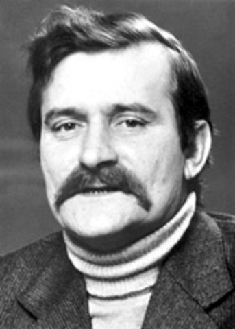 Lech Walesa becomes first President of Poland