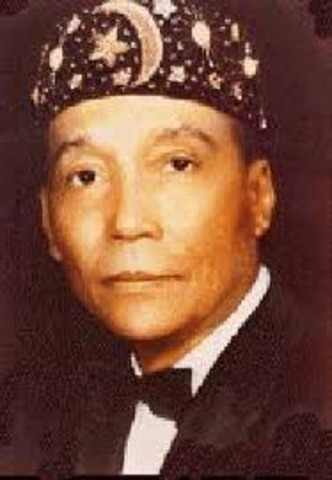 Elijah Muhammad takes power