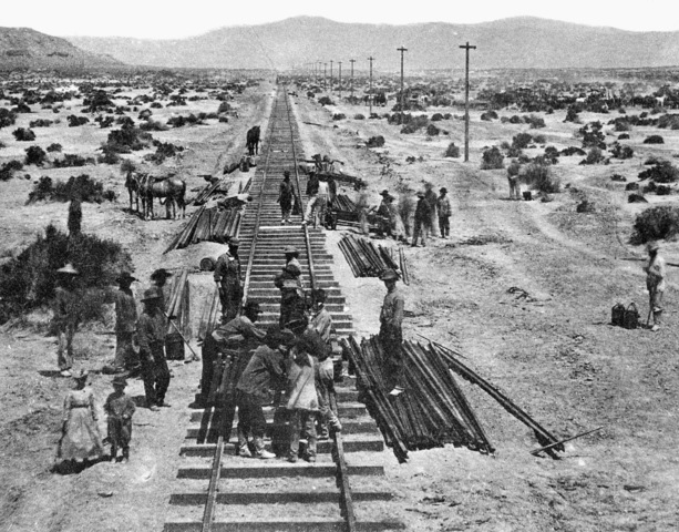 Chinese American Laborers Work on the transcontinental railroad