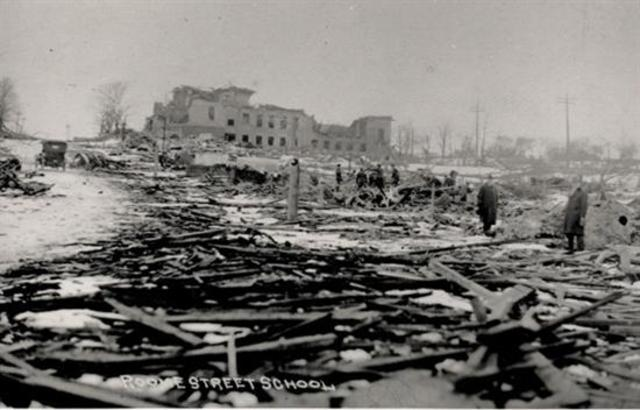 halifax explosion 1917 The halifax explosion occured in halifax, nova scotia, on the morning of dec 6th, 1917 ss mont blanc, a french cargo ship fully loaded with wartime explosives.