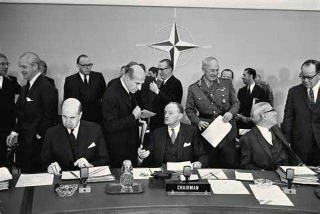 the genesis of the hostilities between the us and the soviet union that led to cold war Harry s truman: foreign affairs the beginning of the cold war between the united states tensions between the soviet union and the united states began to.