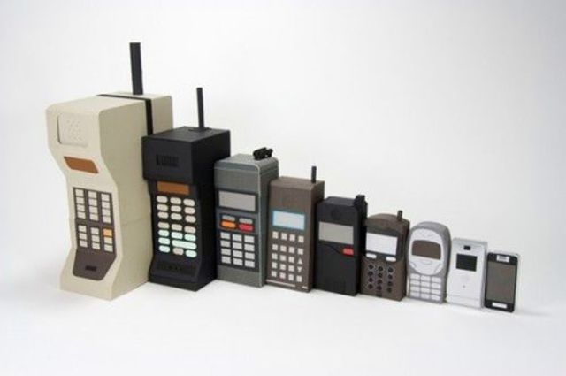 an introduction to the history of the cell phones Raymond dyer 1 how cell phones have changed our lives ever since the mid 1980s, cell phones have been quickly moving their way into our everyday lives, especially with the introduction of camera phones in the early part of.