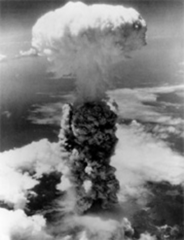 evaluating the us decision to drop the atomic bomb in japan in 1945 Was it right to drop the atomic bomb on of 1945 to drop the atomic bomb on japan development of the atomic bomb was to put the united states in a.
