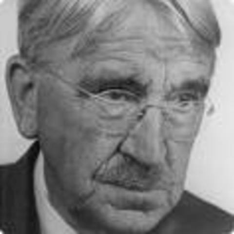 "(4) John Dewey's book ""The Child and the Curriculum"""