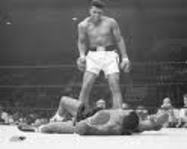 Muhammad Ali Wins First Professional Fight