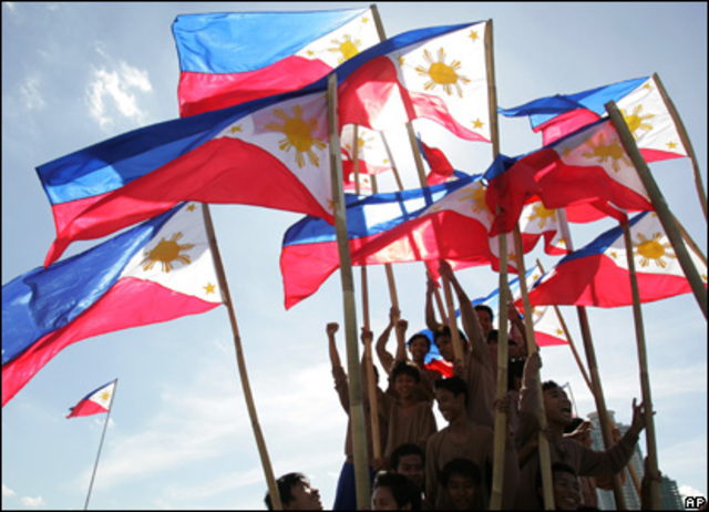 The Philippines become independent