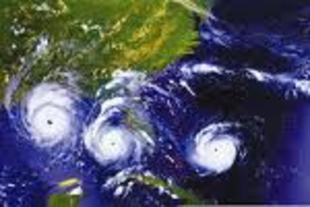 (6) Hurricane Andrew strikes Florida!