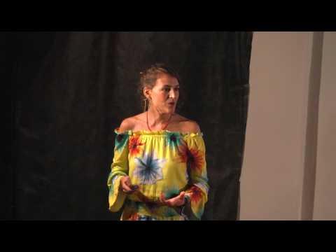 Código Terra: Uma aventureira em busca de um futuro sustentável | Henny Freitas | TEDxCESUPA thumbnail