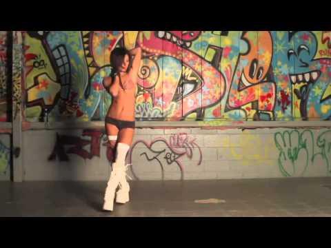 der beste dubstep tanz   hot girl hd 720 with subtitles amara
