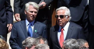 Robert Kraft joins 18 Hall of Famers on trip to Israel