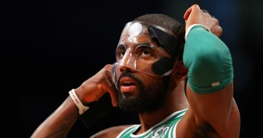Kyrie Irving really seems to hate his mask