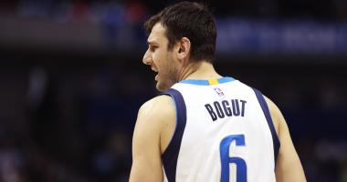 Report: Andrew Bogut signs with Lakers, not Celtics