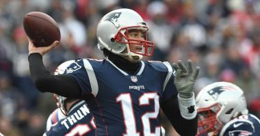 Tom Brady reportedly will 'probably' wear glove on throwing hand, but Patriots don't believe injury will be significant factor