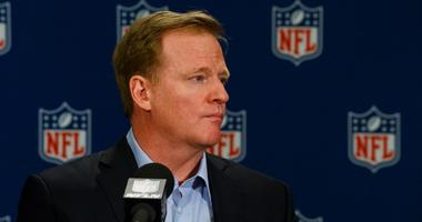 Roger Goodell contract extension reportedly on hold because of national anthem protests