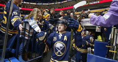 Sabres' Eichel thinks coming back to play from his injury is not controversial