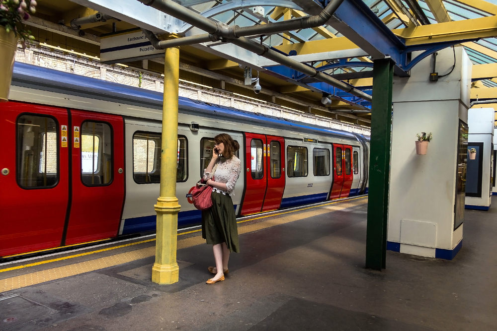 South Kensington Metropoliten and District Railway station_387640930
