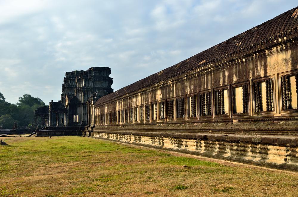Angkor Wat temple at sunrise_198938678