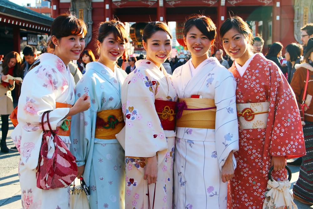 Kimono at Senso-ji Temple_247709440
