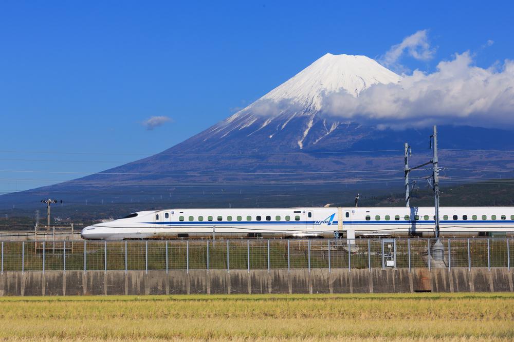 Shinkansen bullet train at Tokyo railway station_236297893