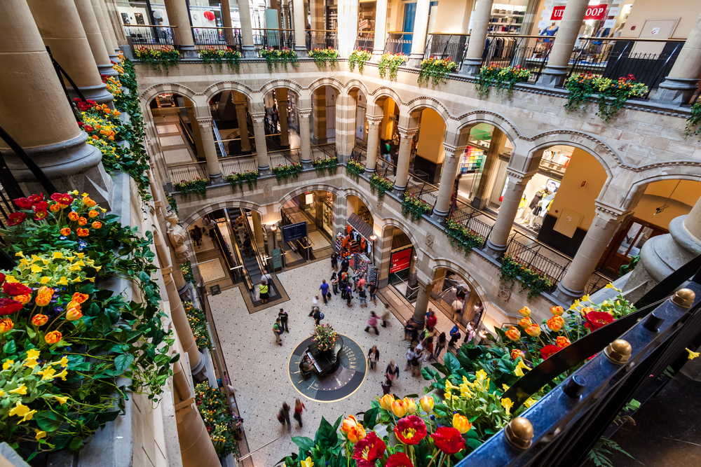 Amsterdam Magna Plaza Shopping Center_193279043
