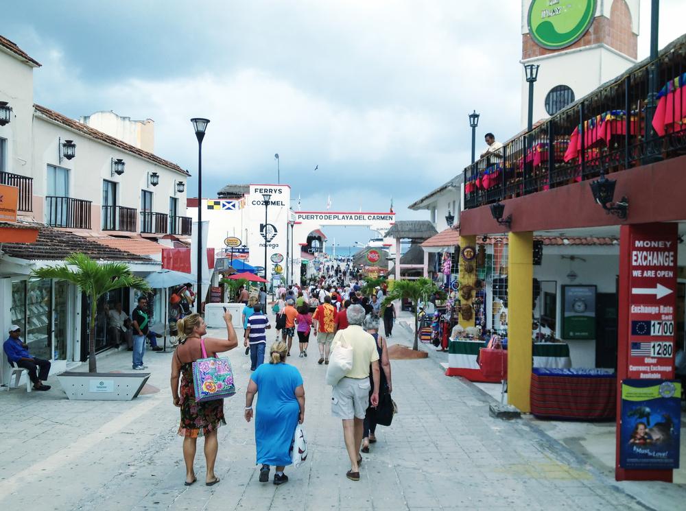 Playa del Carmen and its surroundings_213939886